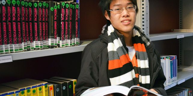 Although Lester is the only student from Asia at the Faculty of Medicine he was able to establish new friendships very quickly. In the study group accompanied with students from all around the world. Photograph: Veronika Tomanová.