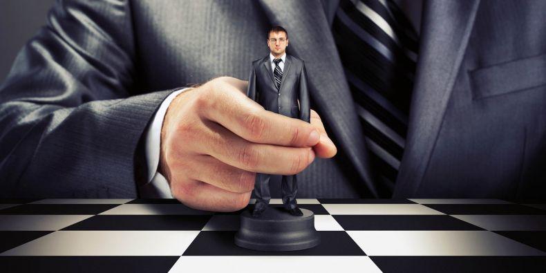 Kdo ovládá úřednickou vládu?