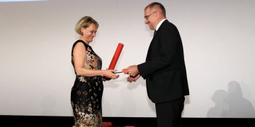 Jedna z loňských oceněných Markéta Munzarová na předávání ceny rektora.