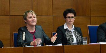 Nová děkanka právnické fakulty Markéta Selucká (vlevo).