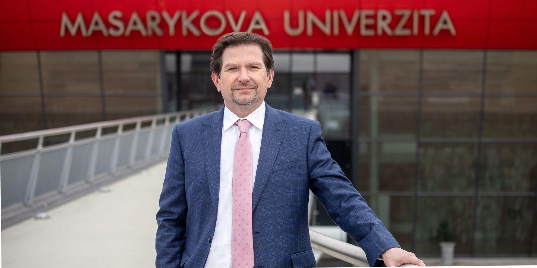Martin Bareš povede Masarykovu univerzitu do konce srpna 2023.