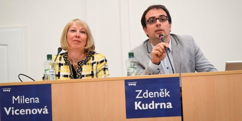 Pro budování identity byli ekonom Rakouské akademie věd Zdeněk Kudrna a bývalá stálá představitelka České republiky v Bruselu Milena Vicenová.