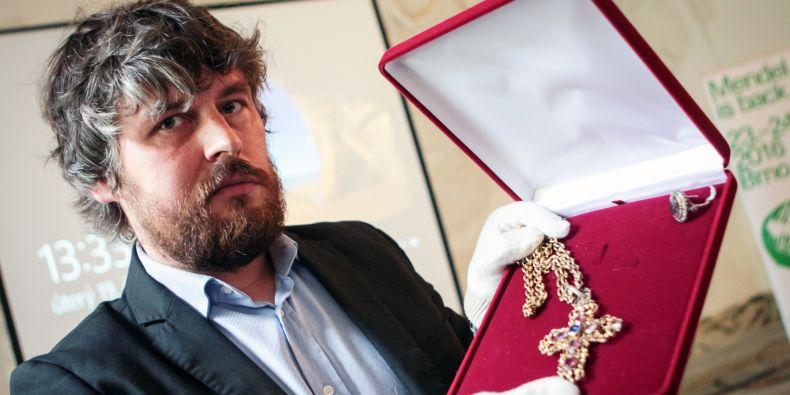 V muzeu, které vede Ondřej Dostál, bude nově vystaven Mendelův opatský kříž a prsten.