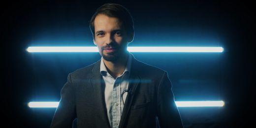 """Jednou z tváří kampaně """"Dostuduj, má to smysl"""" je právník Michal Hanych."""