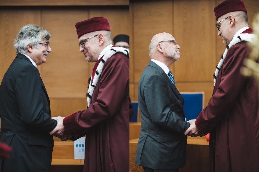 Rektor Univerzity Komenského vBratislavě Karol Mičieta azakladatel Ústavu výpočetní techniky MU Václav Račanský.