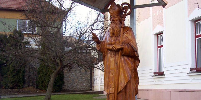 Z kmene lípy vznikla socha sv. Mikuláše.