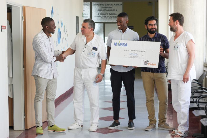 Medical students from MIMSA raise money for charity.