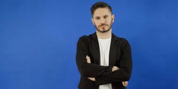 Politolog Miloš Gregor se angažuje v projektu Zvol si info zaměřeném na osvětu v oblasti mediální gramotnosti.