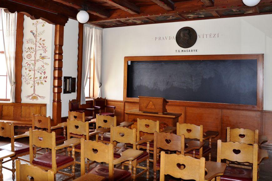 Československá místnost patří kpůvodním devatenácti národním třídám.