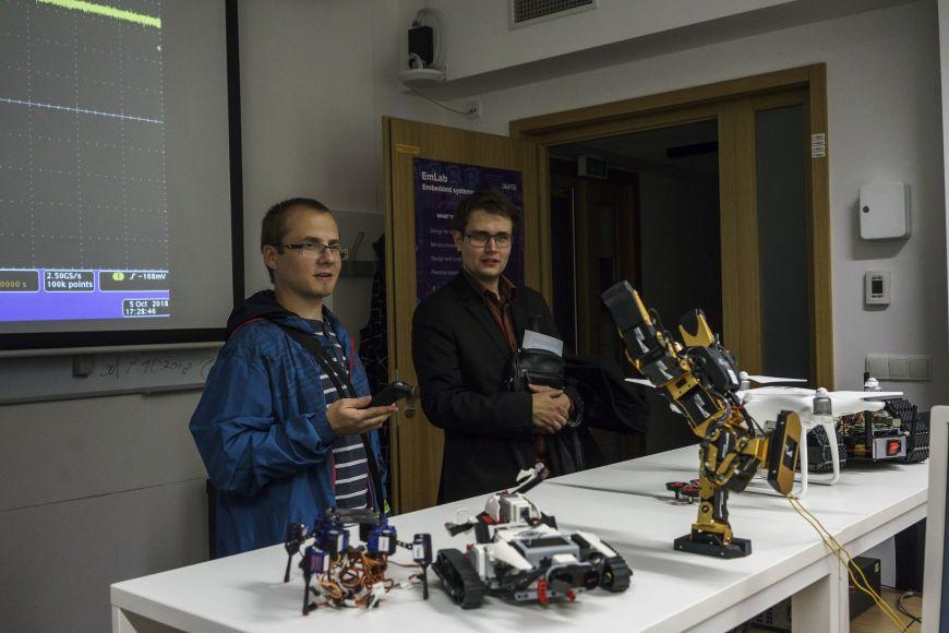 Miniroboti.