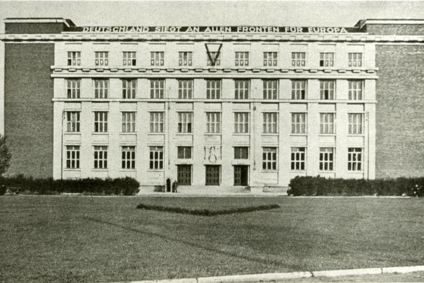 Právnickou fakultu obsadilo po dobu druhé světové války gestapo.