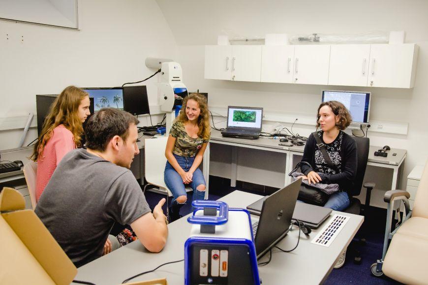 Své laboratoře mají pro někoho možná nečekaně ina Filozofické fakultě MU.