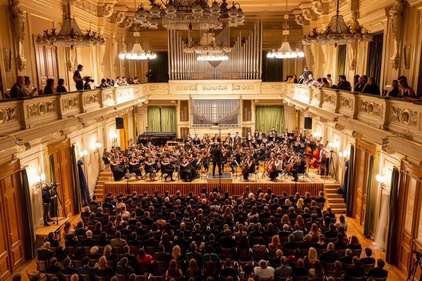 Na výstavišti vystoupí iPěvecký sbor aSymfonický orchestr Masarykovy univerzity.