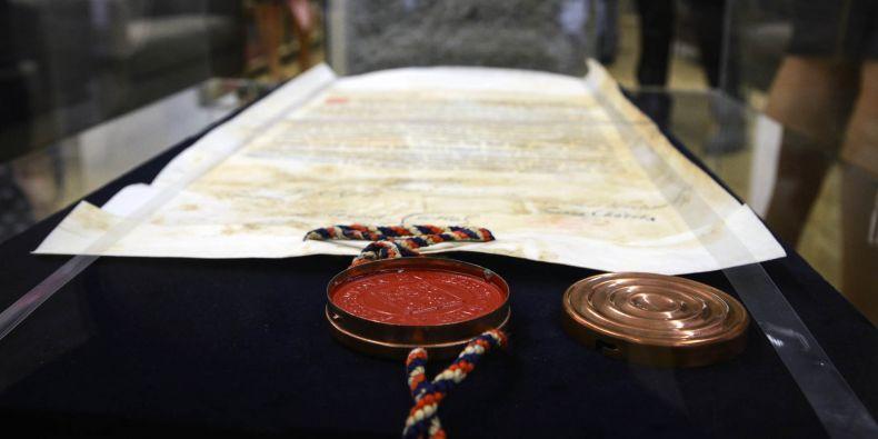 Pečeť na pamětní listině, která byla uložena v základním kameni právnické fakulty.