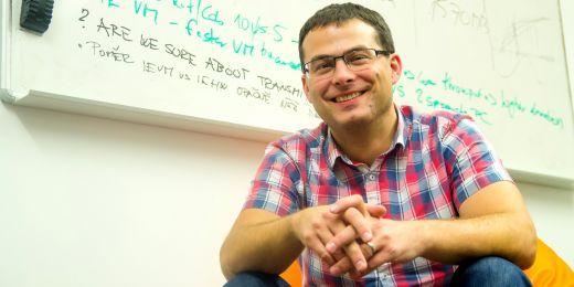Petr Švenda  z Laboratoře bezpečnosti a aplikované kryptografie na Fakultě informatiky MU.