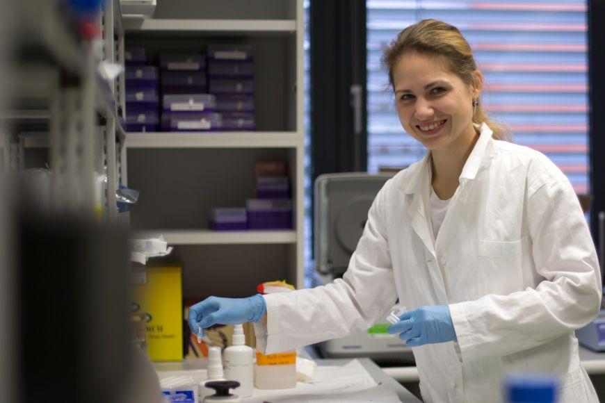 Gabriela Pavlasová vystudovala na Přírodovědecké fakultě MU obor molekulární biologie agenetika avdoktorském studiu pokračuje na Lékařské fakultě MU.