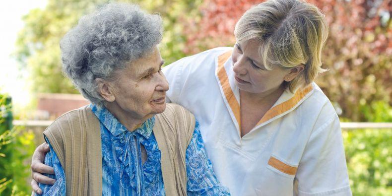 Rozvoj sociálních služeb, včetně péče o seniory, přispívá i k růstu zaměstnanosti.