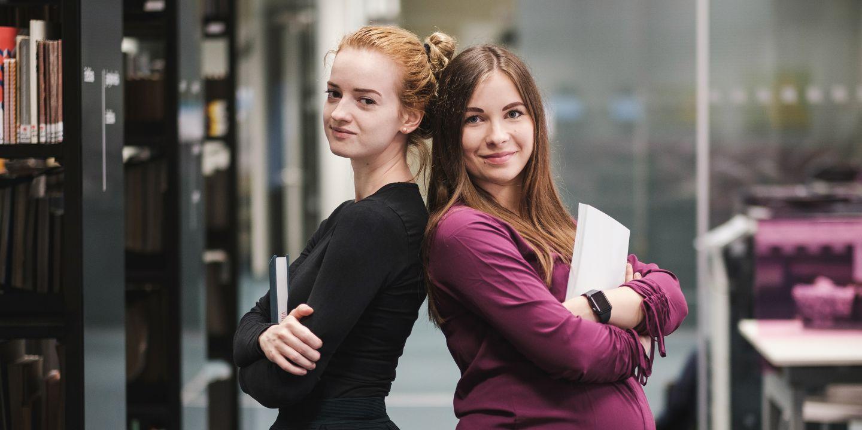 Studentky učitelství Alžběta Fojtíková a Petra Pavlusíková.
