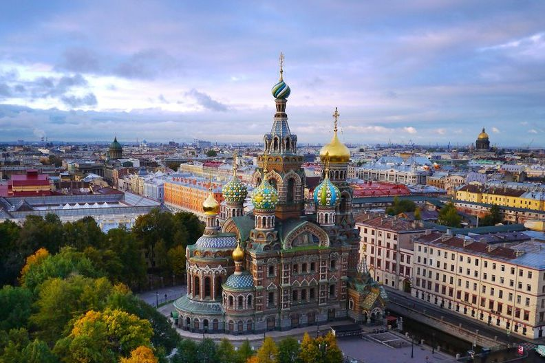 Město má řadu turistických atrakcí, 95procent města jsou ale šedivé oprýskané paneláky. Tak nějak si představuju normalizační Československo.