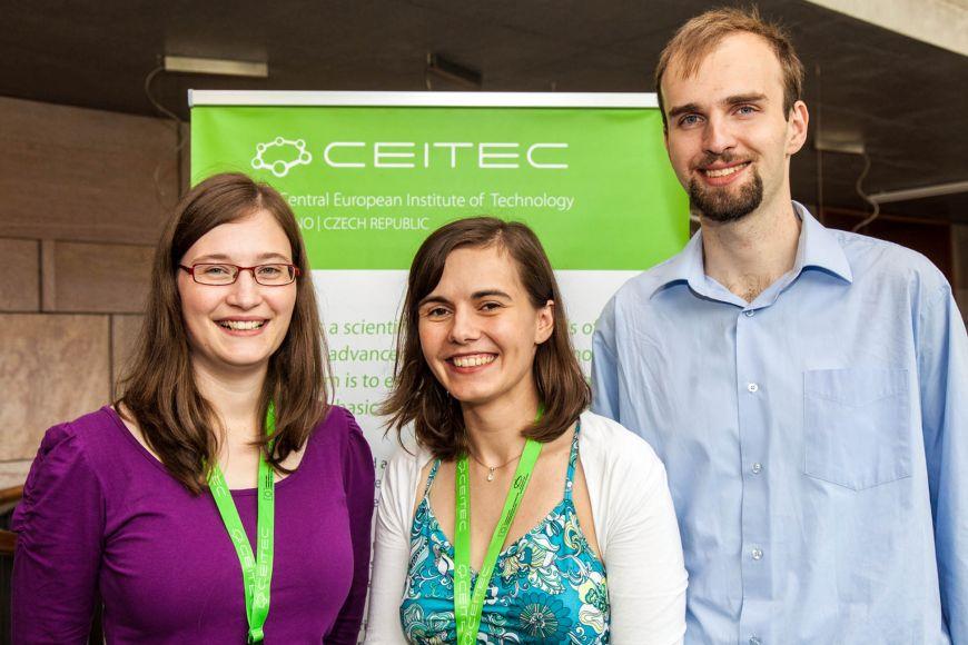 Vítězové prvního ročníku CEITEC PhD Competition. Zleva: Petra Faltejsková, Iva Tomalová aPetr Klenovský.