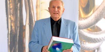 Kromě Brna přednášel a pracoval Bařinka na klinikách v západní Evropě a USA a v 90. letech vybudoval plastickou chirurgii v Tishreen Hospital v syrském Damašku