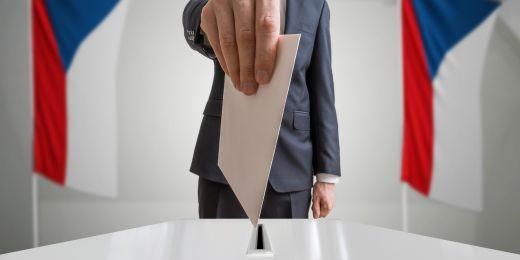 Volba prezidenta občany je v parlamentní demokracii problematická, protože se tím zvyšuje riziko konfliktů mezi politickými institucemi, píše Lubomír Kopeček.