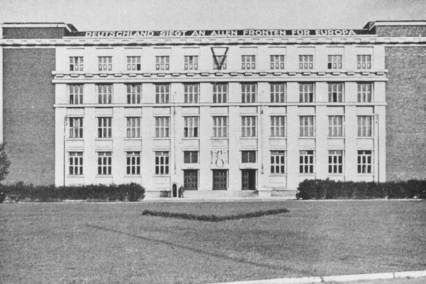 Právnická fakulta jako úřadovna Gestapa ve 40. letech.