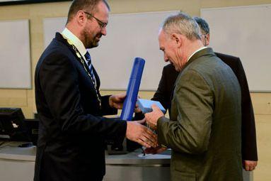 Professor Jakeman was awarded the Silver Medal of Masaryk University. Foto: David Povolný.