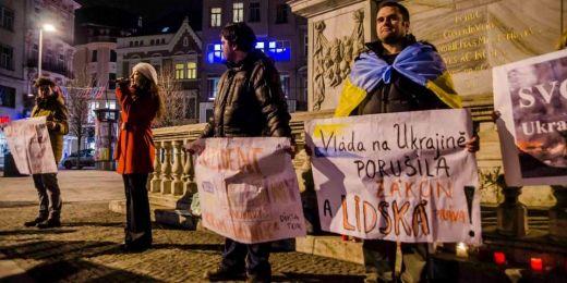 Euromaidanů v Brně se účastnily desítky lidí.