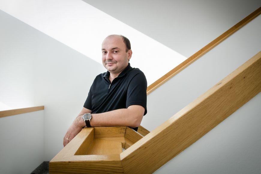Radim Polčák, vedoucí ústavu práva atechnologií na Právnické fakultě MU. Má výrazný podíl na tom, jak dnes IT bezpečnost vČesku vypadá.