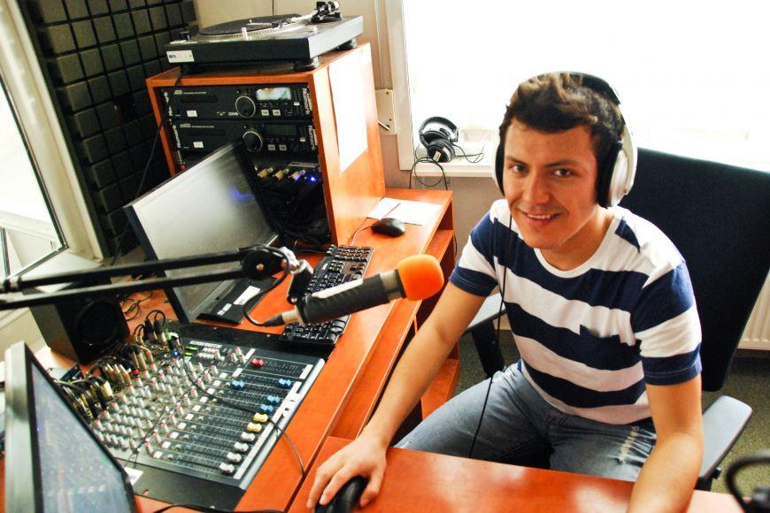 Radio R má na fakultě sociálních studií moderně vybavené studio.