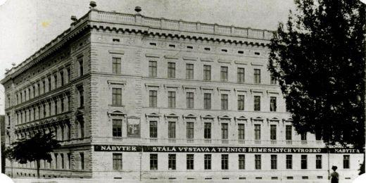 Historický snímek budovy na Žerotínově náměstí, kde od roku 1994 sídlí rektorát MU.