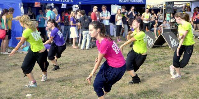 Program studentských spolků prokládaly taneční vystoupení Dance teamu MU. Foto: Tomáš Muška.