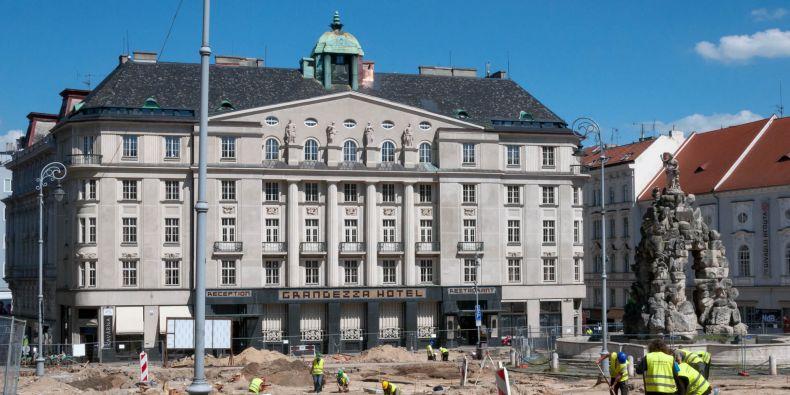 Současná podoba budovy na Zelném trhu, kde dříve sídlila právnická i ekonomicko-správní fakulta.