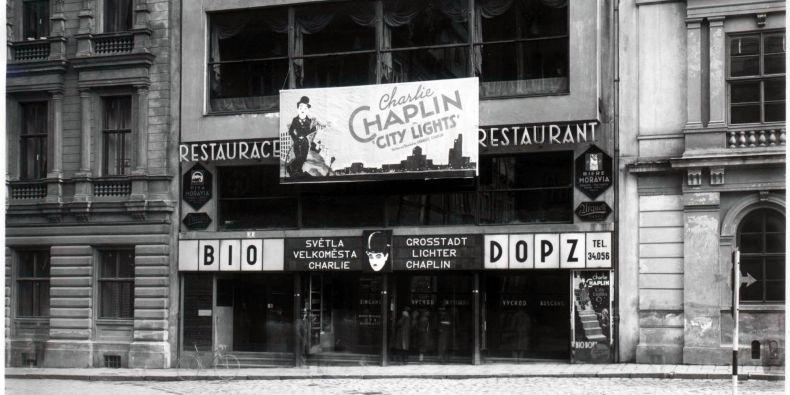 Původně se kinu Scala říkalo Dopz. Promítat začalo koncem roku 1929.