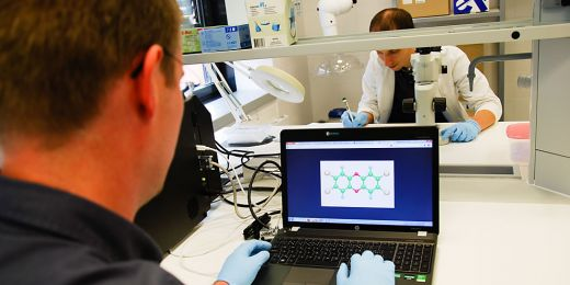 Vědci hledají cesty, jak zneškodňovat toxické látky. Foto: Katarína Jablonská.