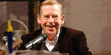 Václav Havel při zakončení diskusního setkání Kabinet Havel v listopadu 2009, které spolupořádali studenti Masarykovy univerzity v Divadle Husa na provázku. Foto: David Povolný.