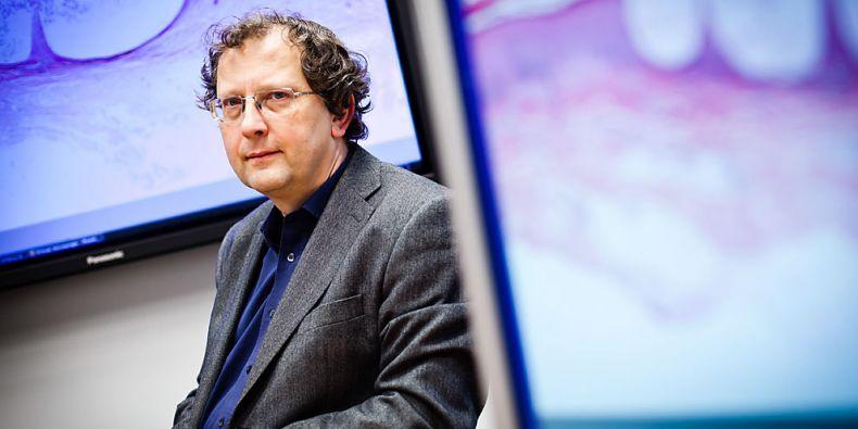 Profesor Luděk Matyska chce v čele Ústavu výpočetní techniky MU rozvíjet spolupráci s vědci. Foto: Ondřej Surý.