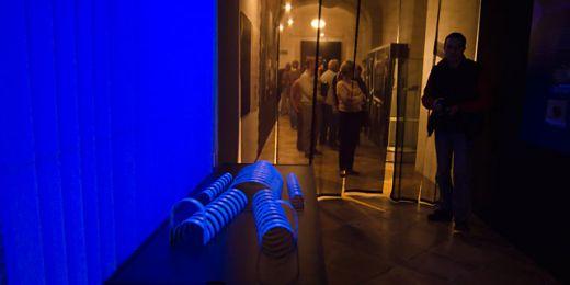 Symbolická pitevna na výstavě Stopa v Mendelově muzeu Masarykovy univerzity. Pitva stále patří mezi nejdůležitější kriminalistické metody. Foto: Martin Kopáček.