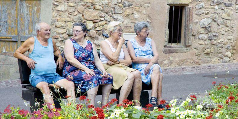 Stáří bylo v dřívějších dobách bráno jako zdroj moudrosti a bylo uctíváno. Foto: sxc.hu