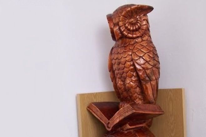 Z větví lípy vznikla isova - symbol filozofické fakulty.