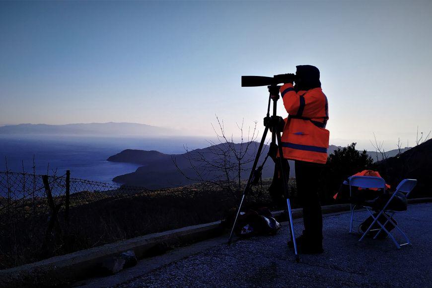 Damián Hruban při pravidelném sledování pobřeží amonitorování, jestli se neblíží loď suprchlíky.