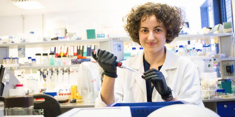 V laboratoři bohunického kampusu tráví Karina dlouhé hodiny experimentováním s jednotlivými bílkovinami.