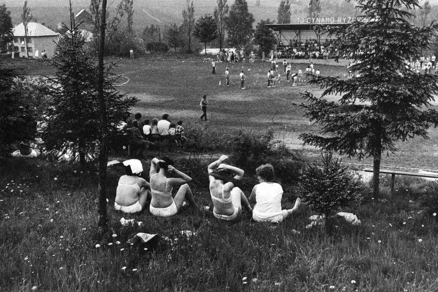 Jindřich Štreit společně svýsledky bádání studentů FSS vystavil svoje ikonické fotografie severomoravských vesnic osmdesátých let dvacátého století.
