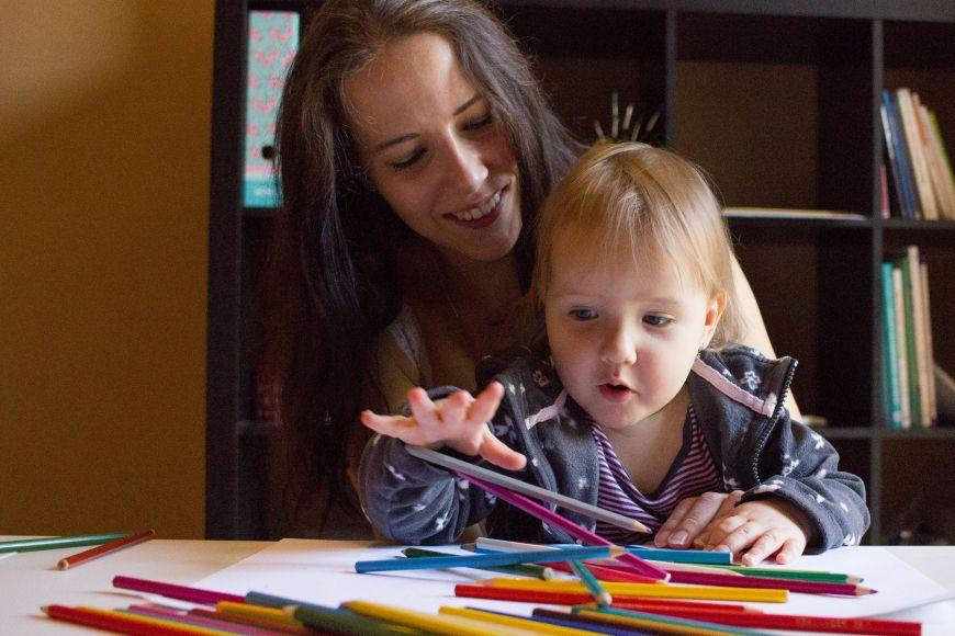 Pokud má Silvia Hrubá studijní povinnosti, nechá dceru hlídat vrodinném centru Krasohled
