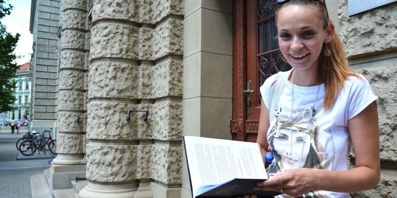 Po dvouleté pauze se Tereza vrátila zpátky na akademickou půdu, aby dotáhla do konce to, co začala. Foto: Veronika Tomanová.