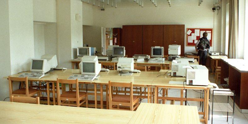 Terminály a počítače na ÚVT v Burešově ulici – místo prvního připojení MU na globální síť.