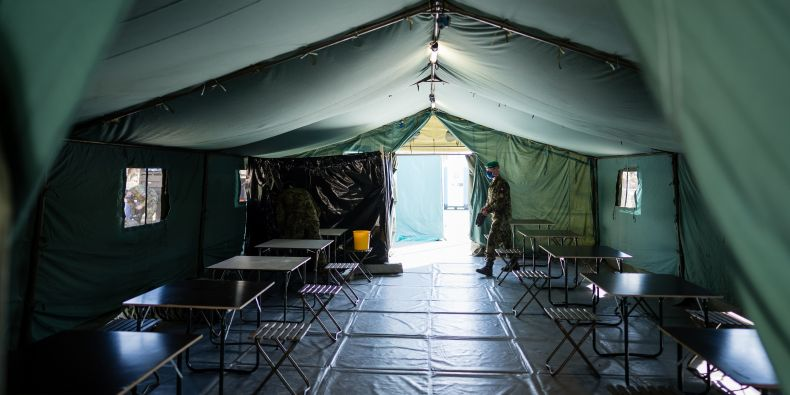 Uvnitř jednoho z testovacích stanů, které postavila Armáda ČR.