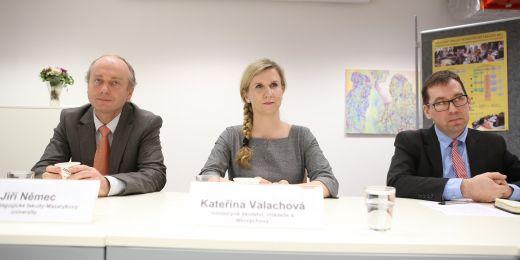 (zleva) Děkan Pedagogické fakulty MU Jiří Němec, ministryně školství Kateřina Valachová, proděkan Tomáš Janík.