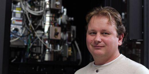 Daniel Němeček je výzkumný pracovník skupiny Cryo EM, která je součástí programu Strukturní biologie.